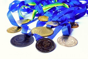 Medaillien Erfolg beim Triathlon (c) Pixabay